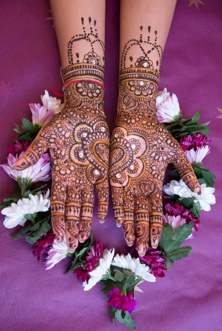 Finding the Right Henna Artist for You'reWedding