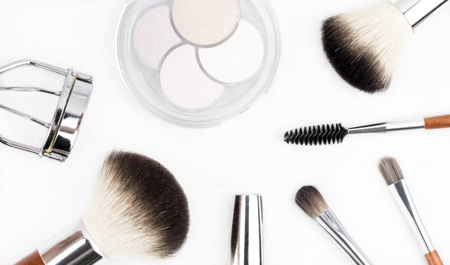 Makeup Starter Kit: A Beginners Guide.