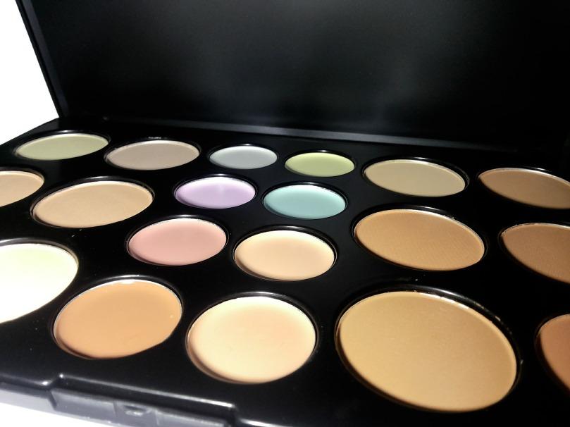 makeup-2169240_1920